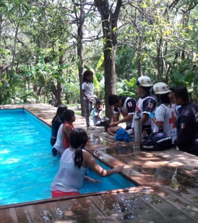 Salvan a niña de morir ahogada; ella y sus dos hermanos sufren omisión de cuidados