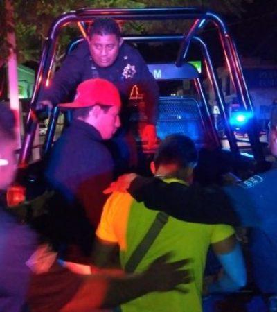 Impactan contra una patrulla cuando viajaban ebrios en una motocicleta e intentan fugarse