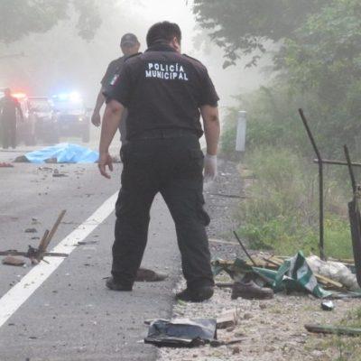 Mueren arrollados tres campesinos de 58, 62 y 69 años de edad cuando se dirigían a su milpa en motocicleta