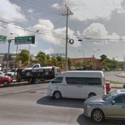 Los cambios de señalización en el par vial de Cancún, se han atrasado por las lluvias, asegura director de Tránsito Municipal