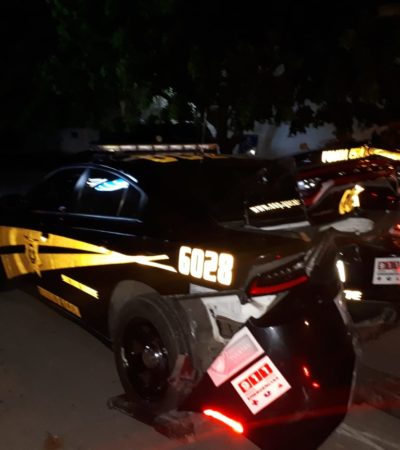 Choca sexagenario trasnochador su auto contra patrulla estacionada y lesiona a un agente