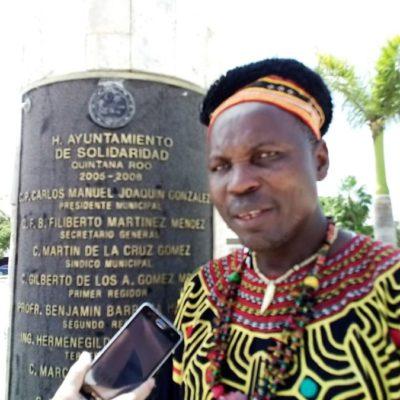 Príncipe de Camerún realiza acciones por la paz en Playa del Carmen