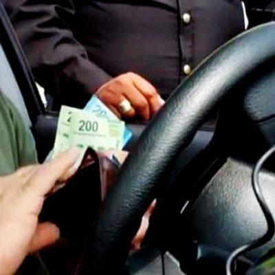 Caen dos agentes de tránsito y vialidad por extorsión a un automovilista