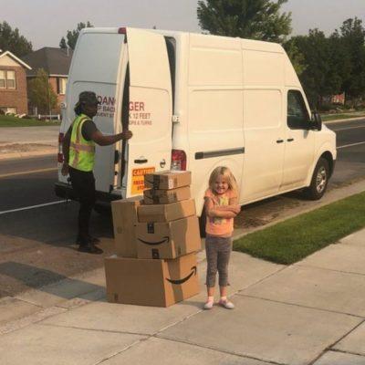 Ordena niña 400 dólares en juguetes de Amazon; su madre los dona a un hospital