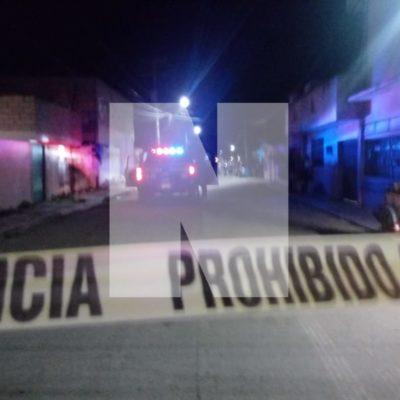 OTRA NOCHE VIOLENTA DE DOMINGO EN CANCÚN: Matan a balazos a un joven en la azotea de su vivienda en la Región 75 y a otro más en la Región 68; una mujer, herida