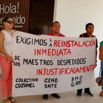 Maestros destituidos en Playa del Carmen se manifestaron pacíficamente en el palacio municipal para exigir la reinstalación de 29 compañeros