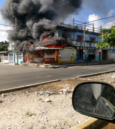 SE QUEMÓ EL 'POLLITO PÍO': Consume incendio local de venta de pollos asados e la Ruta 5 de Cancún