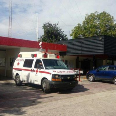 Cinco sujetos asaltaron la base de la Cruz Roja Mexicana en Cancún; con arma de fuego amenazaron al enfermero, luego de fingir una emergencia