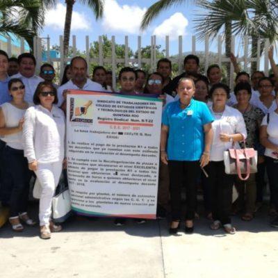 Maestros del Cecyte QR se manifiestan en Playa del Carmen por adeudo del pago de estímulos en la evaluación docente; piden que el gobernador los escuche