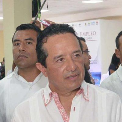 Asegura Carlos Joaquín que la próxima semana firmarán convenios con empresas para instalación de barreras contra sargazo