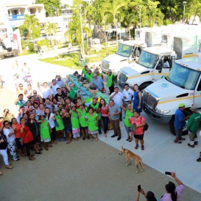 Entrega Romi Dzul tres camiones recolectores de basura en Tulum