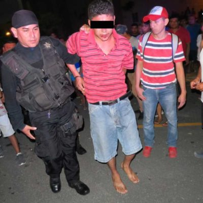 Someten vecinos de Prado Norte de Cancún a un hombre que se masturbaba en la calle y que intentó agredir a unas mujeres