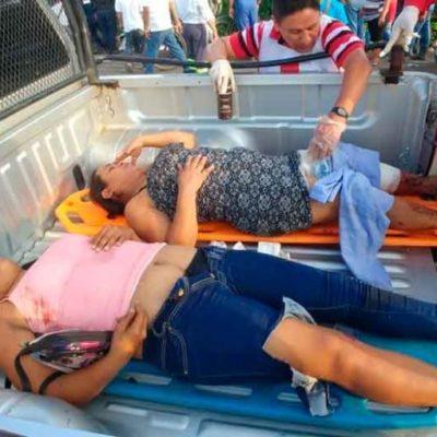 Deja dos muertos y 10 lesionados choque entre camión de volteo y una 'combi' de pasajeros
