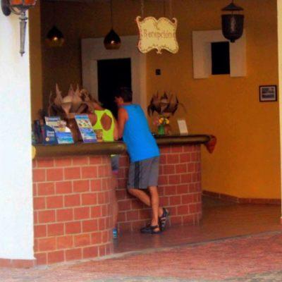 En Playa del Carmen turistas cancelaron reservaciones por sargazo; pequeños hoteles son los más afectados por la contingencia ambiental