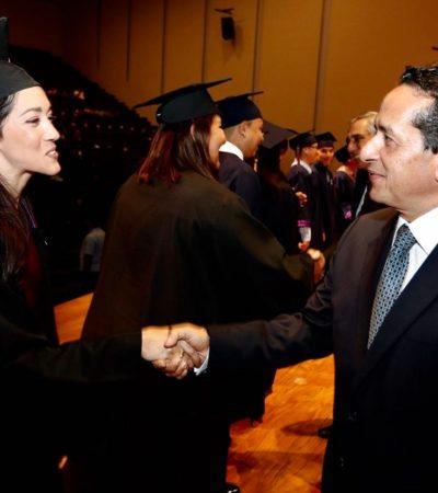 Encabeza Carlos Joaquín la ceremonia de graduación del año de 2018 de 414 estudiantes de la Uqroo