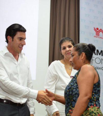 """Participa Remberto Estrada en el evento """"Familia Infonavit"""" y felicita a trabajadores por concluir el pago de sus créditos hipotecarios"""