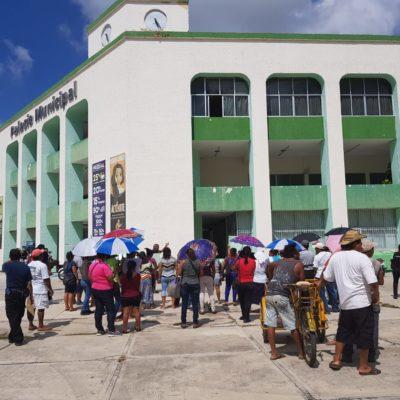 Antorchistas protestan en el ayuntamiento chetumaleño