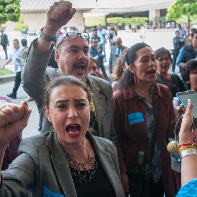 Protestan artistas por entrega de comisiones de Salud y Cultura al PES en la Cámara de Diputados