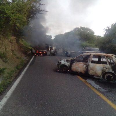 Atacan más de 100 civiles armados a policías rurales en Guerrero; dejan saldo de 1 muerto, 2 heridos y 6 vehículos quemados