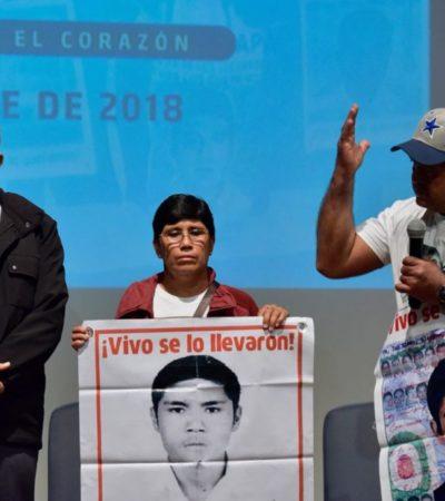 Asume AMLO compromiso de crear comisión de la verdad sobre caso Iguala; dicen padres sentir esperanza por primera vez