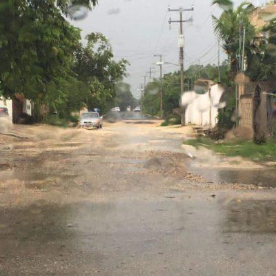 Suspenden indefinidamente la pavimentación de calle en Tulum y vecinos temen que obra se pierda