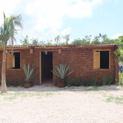 """""""Casas de sargazo podrían ser opción de vivienda rural"""", dice SEMA"""