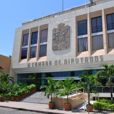 DICEN 'NO' AL FUERO: Enarbolan opositores banderas políticas de AMLO en el Congreso de Tabasco