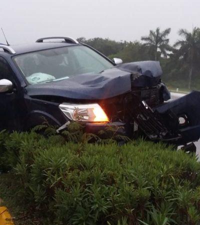 Derrapa camioneta por exceso de velocidad en la vía Playa-Tulum