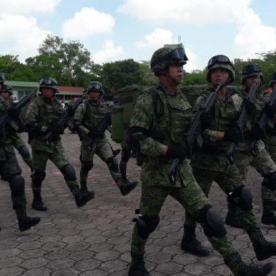 Elementos del Ejército Mexicano se preparan para el desfile que conmemora el 208 aniversario de la Independencia de México