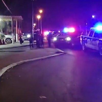 BALEAN A UN HOMBRE Y PIDE AYUDA A BOMBEROS: Conductor herido llega a la estación de la Región 77 de Cancún tras ser atacado cerca de allí, pero no sobrevive