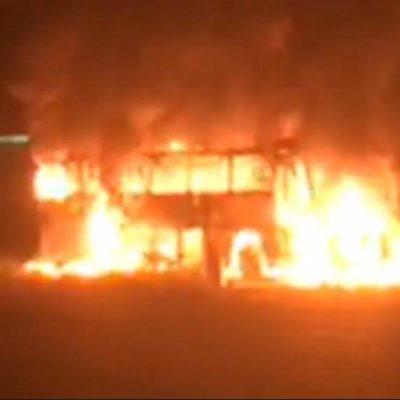 Se incendia autobús de pasajeros cerca de Bacalar