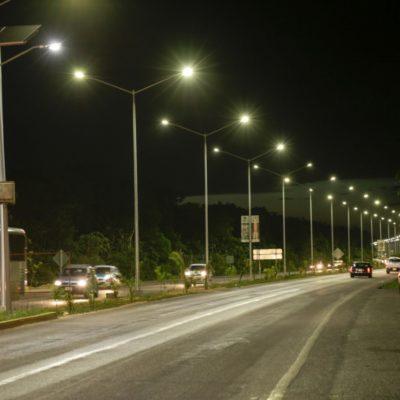 Inaugura Cristina Torres luminarias, banquetas y guarniciones en la prolongación Colosio