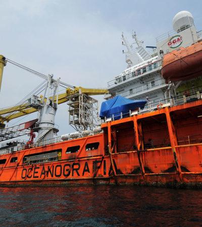 Se incendia el 'Titán II', propiedad de Oceanografía, en Ciudad del Carmen; 4 buques más han sucumbido al mar