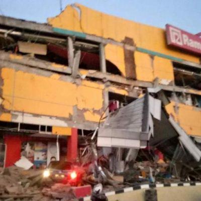 Devasta poderoso tsunami a la isla indonesia de Célebes luego de terremoto de magnitud 7.5
