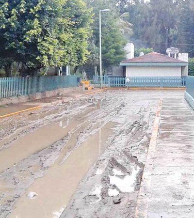 Se enfrentan a calle de lodo para acudir a clínica de IMSS en Bochil, Chiapas
