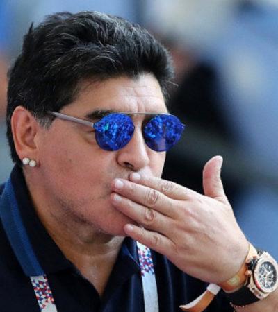 NO SÓLO OPINA DE FÚTBOL: Maradona ya está México; envía saludos a AMLO y augura 'felicidad' para el pueblo