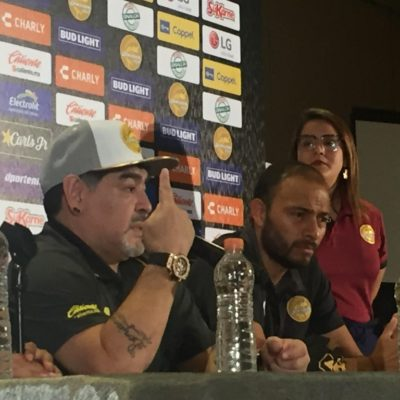 Llama Maradona a donar en beneficio de afectados por las lluvias en Sinaloa; él firmará 100 balones