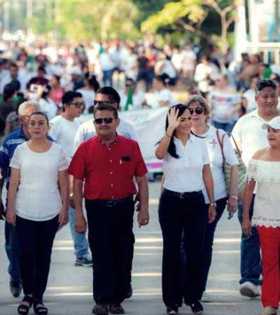 DESFILE EN PUERTO MORELOS: Participan más de 1,600 personas que conformaron 44 contingentes en la cabecera municipal