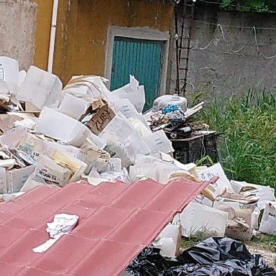 Hallan 'tonelada' de documentos oficiales en Chetumal