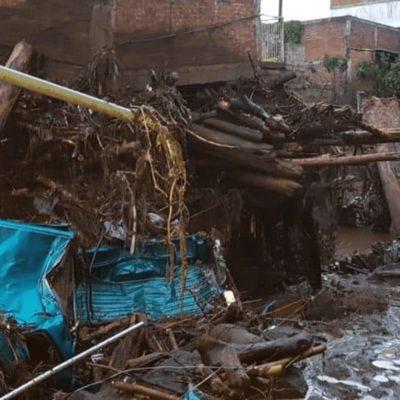 VIDEO | Impactantes imágenes del desbordamiento de un río en Peribán, Michoacán; un muerto