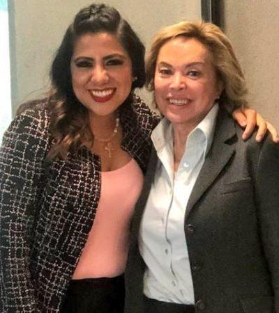Renueva Elba Esther su pasaporte y delegada de la SRE en Veracruz le rinde 'gratitud y pleitesía'