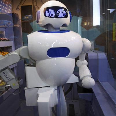 Sustituirán robots a los humanos en más de la mitad de los empleos hacia el año 2050, según el FEM