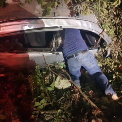 APARATOSO ACCIDENTE POR 'CHANOLANDIA': Mujer ebria al volante pierde el control y da volteretas hasta salirse de la carretera en Playa