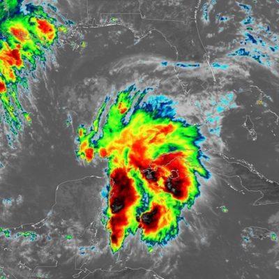 Zona de inestabilidad frente a la Península de Yucatán con 50% de posibilidad de desarrollo ciclónico, aunque se ha empezado a internar en aguas del Golfo de México