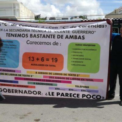 Protestan padres de familia de secundaria y cierran la avenida Constituyentes en Playa del Carmen