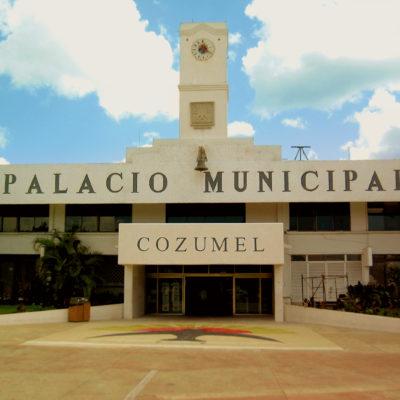 A puerta cerrada y sin transmisión por internet, regidores de Cozumel aprueban bono de despedida