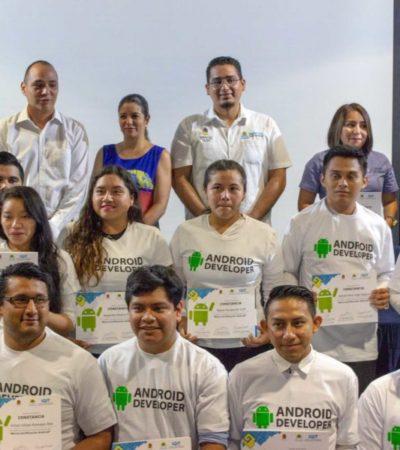 Empresas entregan constancias de certificación en tecnología a jóvenes universitarios