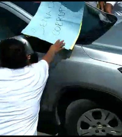 """""""¡AMARREN AL GÜERO!, ¡QUE NO SALGA!"""": Le pegan susto al Gobernador Manuel Velasco cuando una turba intentó detener la camioneta en la que viajaba"""