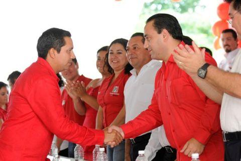 Rompeolas: Abre Laura las puertas del Palacio municipal al felixismo-borgismo-mauricismo