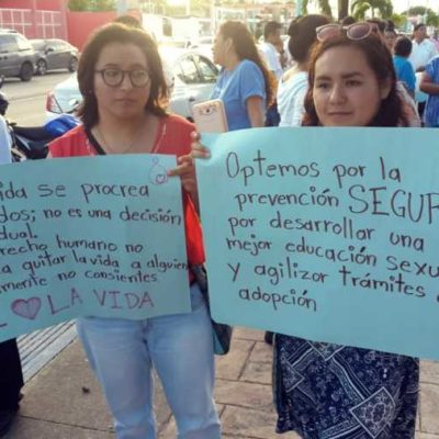 Marchan contra el aborto en Chetumal